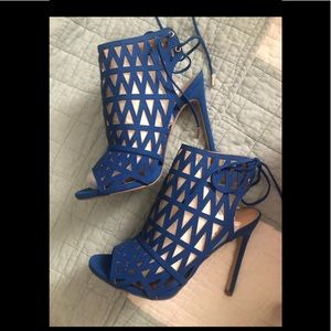 Blue Shoe Dazzle Wrap Up Heel ❤️❤️